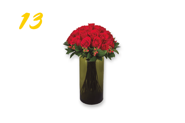 13. Vaso de vidro importado com 25 rosas colombianas com iperico (R$ 248) Flores Vip | floresvip.com.br