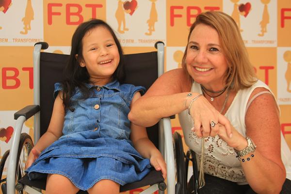 Fazer o bem...Transforma - Faz doação de perucas e cadeiras de rodas, que são bancadas por meio da arrecadação de lacres de latinha | fazerobemtransforma@gmail.com