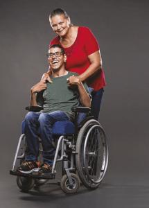 Daniel Neri e Maria Nilza Uma casa adaptada e um tratamento adequado deram alegria para mãe e filho