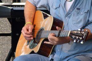 guitar-366301_640