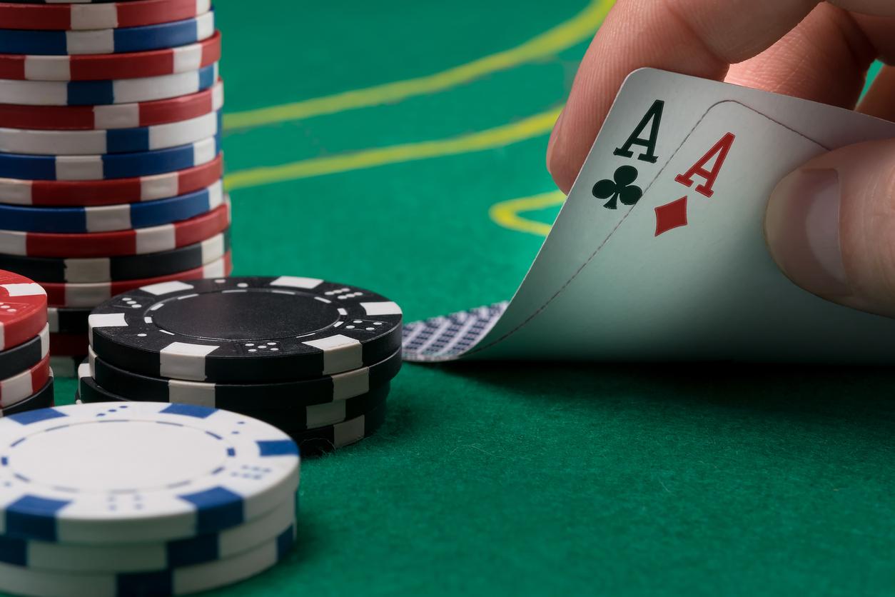 Poker em Alphaville: Lateral Bar recebe torneio realizado pelo Casino Experience