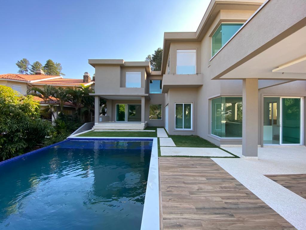 → Alphaville 10 • 729 m² de terreno • 760 m² contruídos  • 5 suítes   R$ 5.900.000